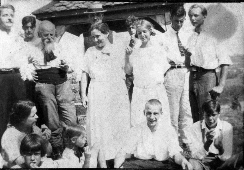 2 Aout 1923 famille BachofenSITE.jpg